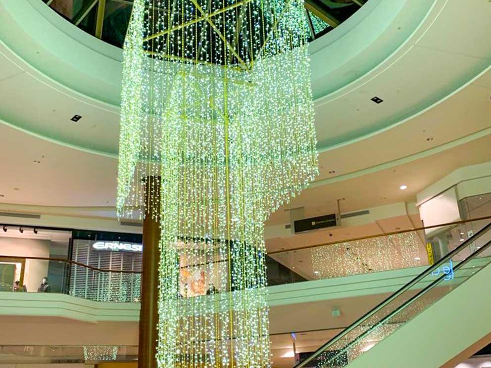 Installation de chandelier lumineux au Centre Rockland en collaboration avec Studio Artefact