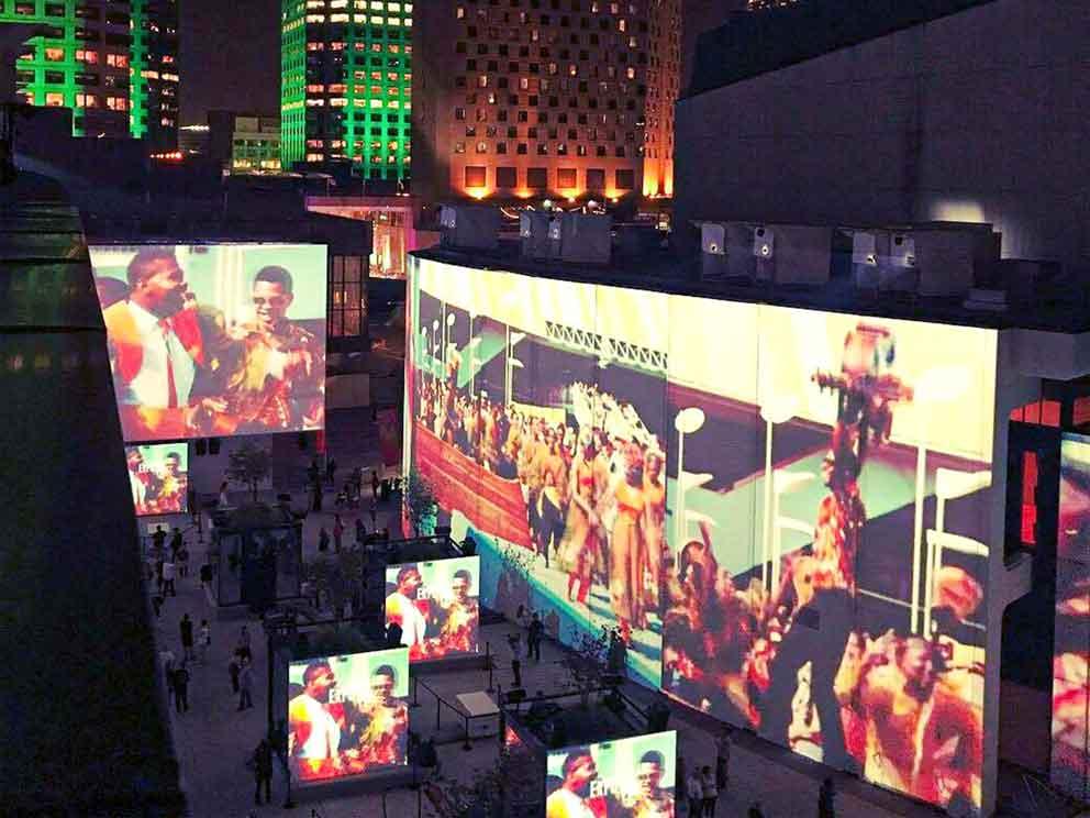 Fabrication et installation des surfaces de projection Expo 67 live à la Place des Arts